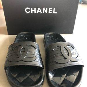 Chanel Slip-on/Slides